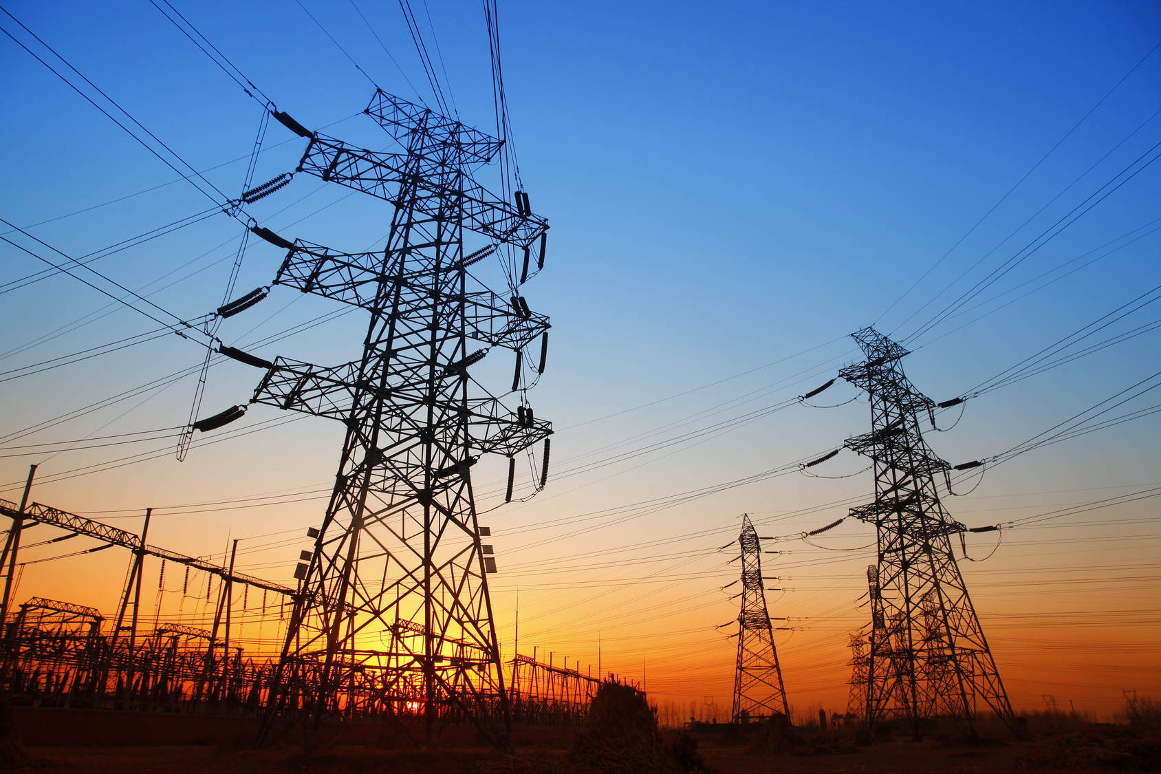 Analysis of the electromagnetic interference between transmission line systems and buried pipelines